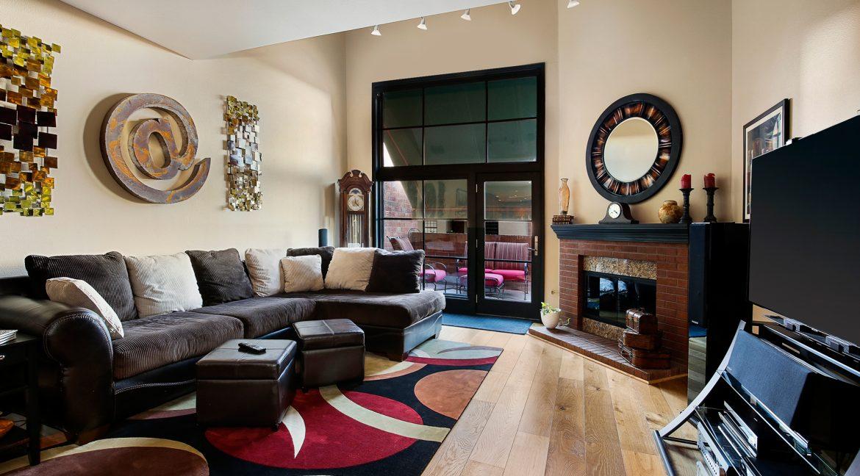 Living-Room_Awning_MLS